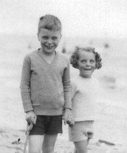Rupert and Anne Holdsworth at Sandsend, ca. 1938