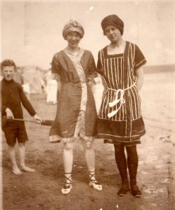 Doris Highley & S A W, Filey 1912