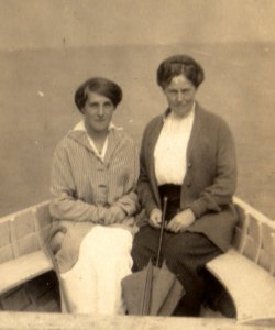 Kathleen Marian Walker & G. Walker at Sandsend, August 1915