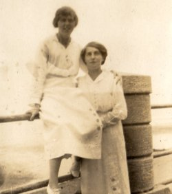 Mabel Highley & Kathleen Walker, Sandsend, August 1915