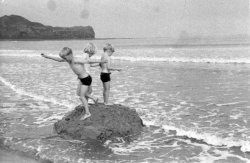 Ingrid, Michael and Howard Holdsworth at Sandsend